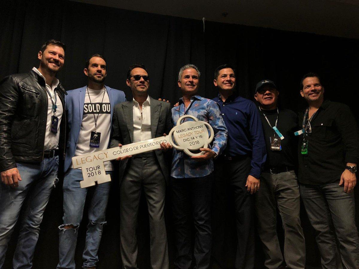 Anoche recibiendo la llave del Coliseo de Puerto Rico. Gracias a mi gente, Gracias Puerto Rico! Los quiero ???????????????? https://t.co/IdQ291KuRS