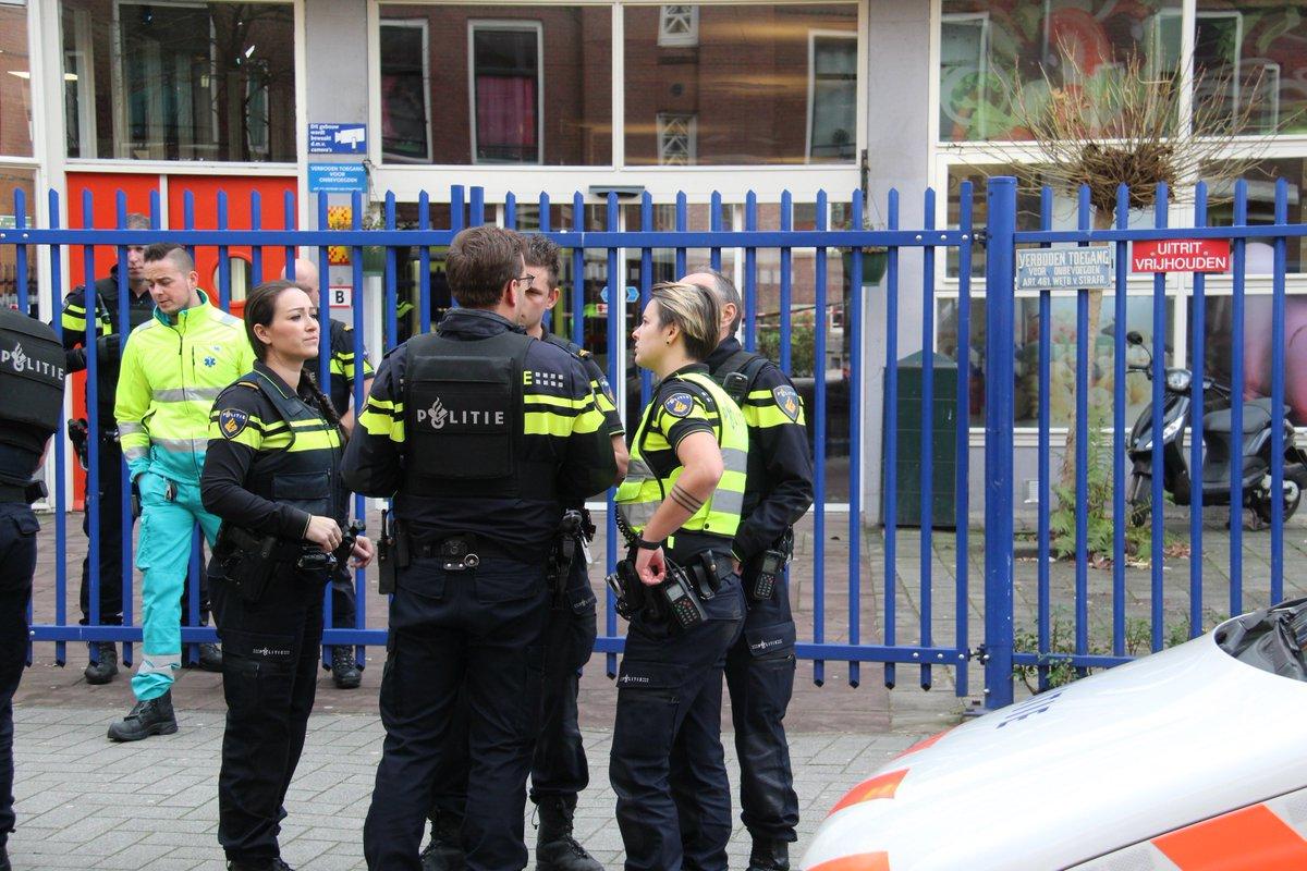 test Twitter Media - Meisje (16) omgekomen bij schietpartij Rotterdam, onderzoek bij school https://t.co/YCH0gQVJtw https://t.co/DI7YFm6Pd1