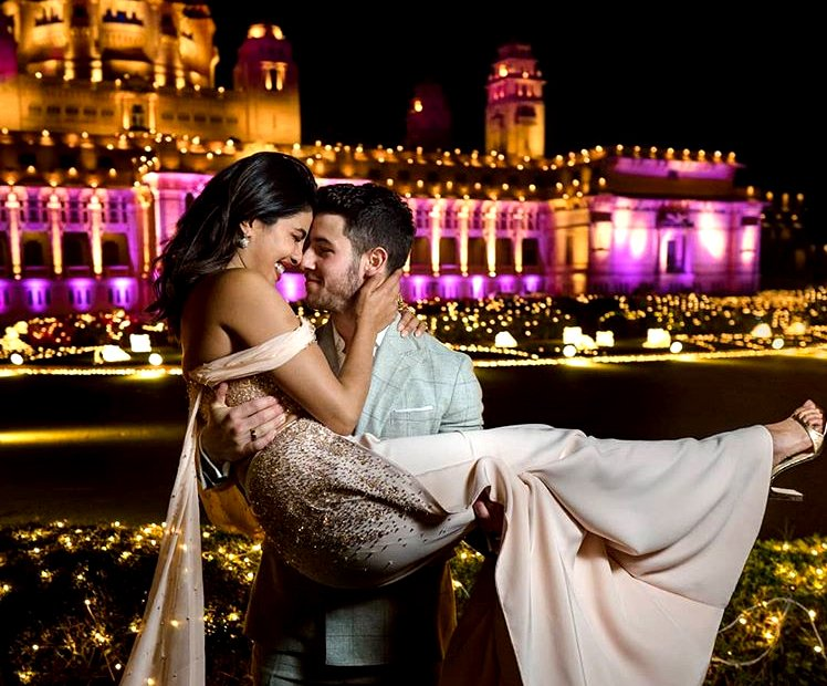 Spellbound! #India 's Priyanka Chopra: The 5 Star #wedding of the Year: https://t.co/a4SooY3xDV https://t.co/27KbD5w1eL