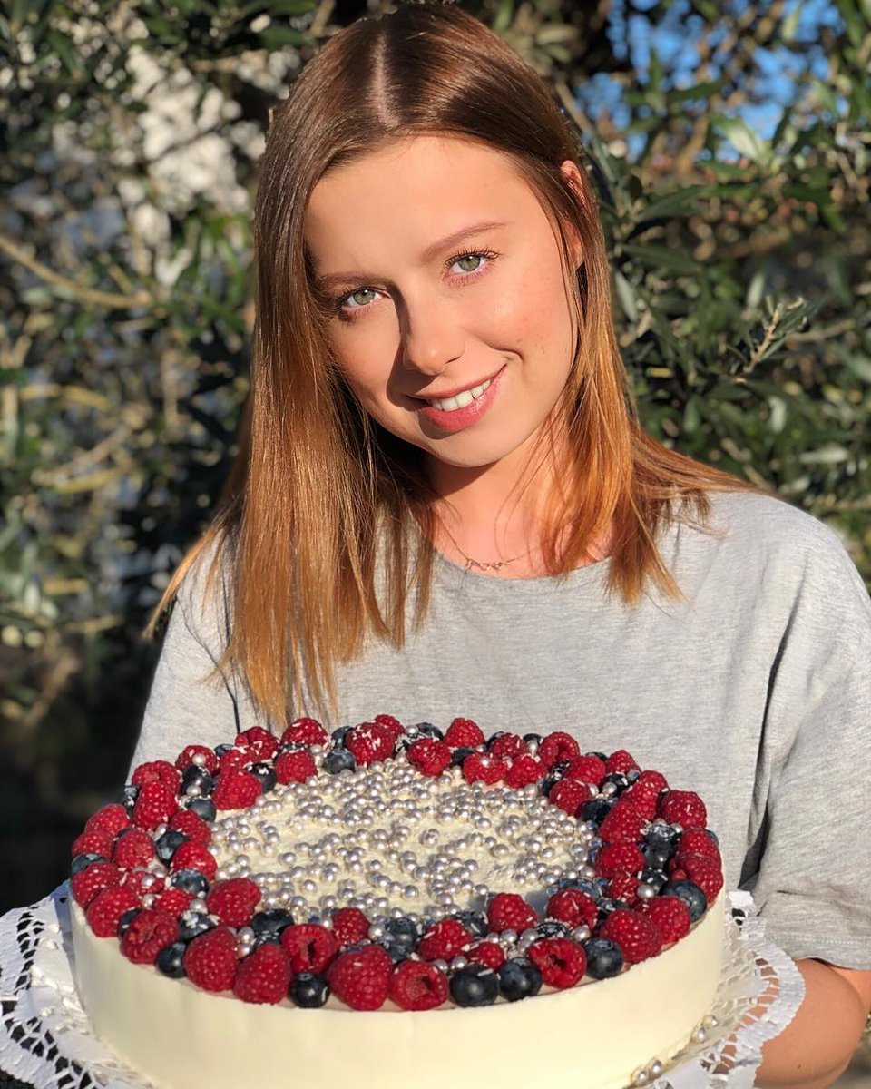 Сделала муссовый торт ????  Получился нежнейший, ягодно-сливочный! Знаю, что давно обещала рецепт. Поделиться рецептом? https://t.co/aT4pejZZxZ