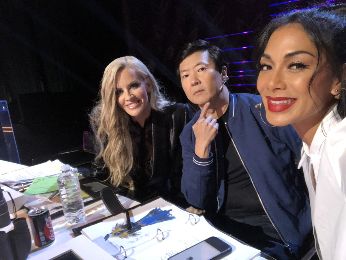 Meanwhile during the commercial break.. #TheMaskedSinger @kenjeong @JennyMcCarthy https://t.co/200mSypTRI