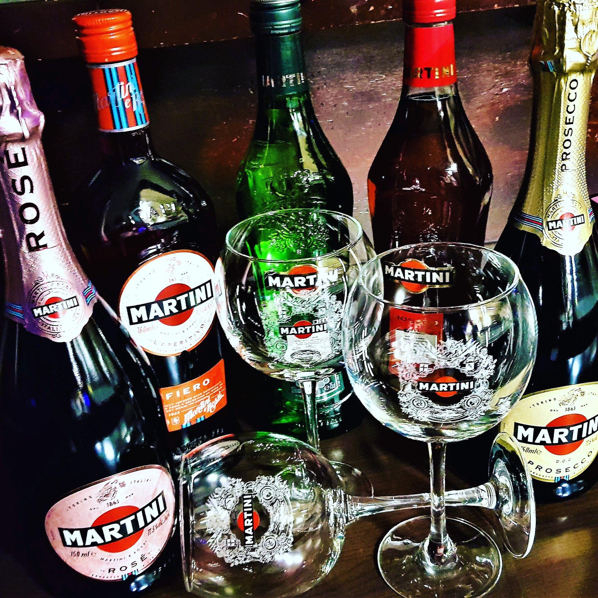 Martini always goes🍸👍🎄🍷🎄#wine #winelover #martini #martinilover #martinifiero #martiniprosecco #prosecco #italy @MacCocktail @thecocktailguru @PBMMW @totc @winewankers @pietrosd @JMiquelWine @Martini_Global @BACARDI https://t.co/460EfVB8bo