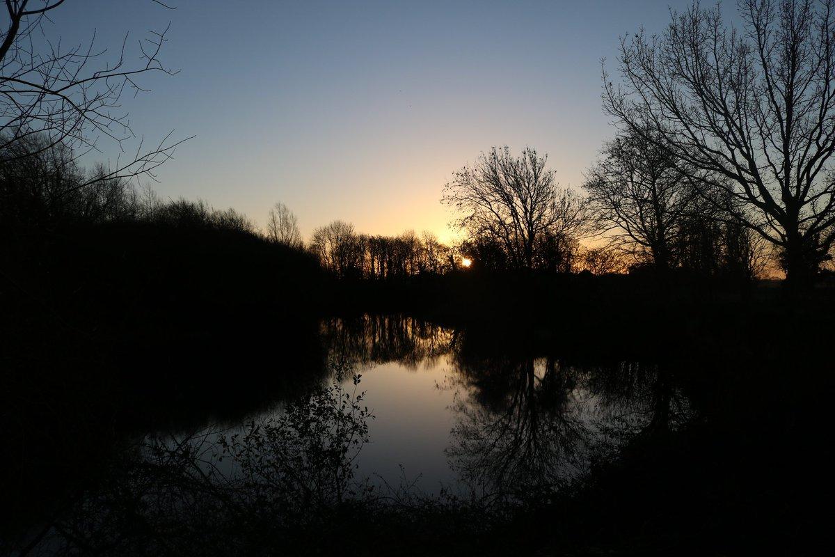 Winter sun setting the <b>Morning</b> sky alight.  #carpfishing https://t.co/QTdeTcgC5n