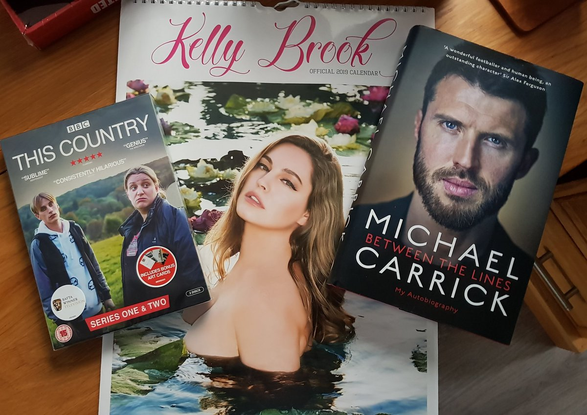 RT @stevebarber1: Afternoon viewing, reading and 12 month visuals! @carras16 @IAMKELLYBROOK #merrychristmas https://t.co/BdnQOxZ2Oq