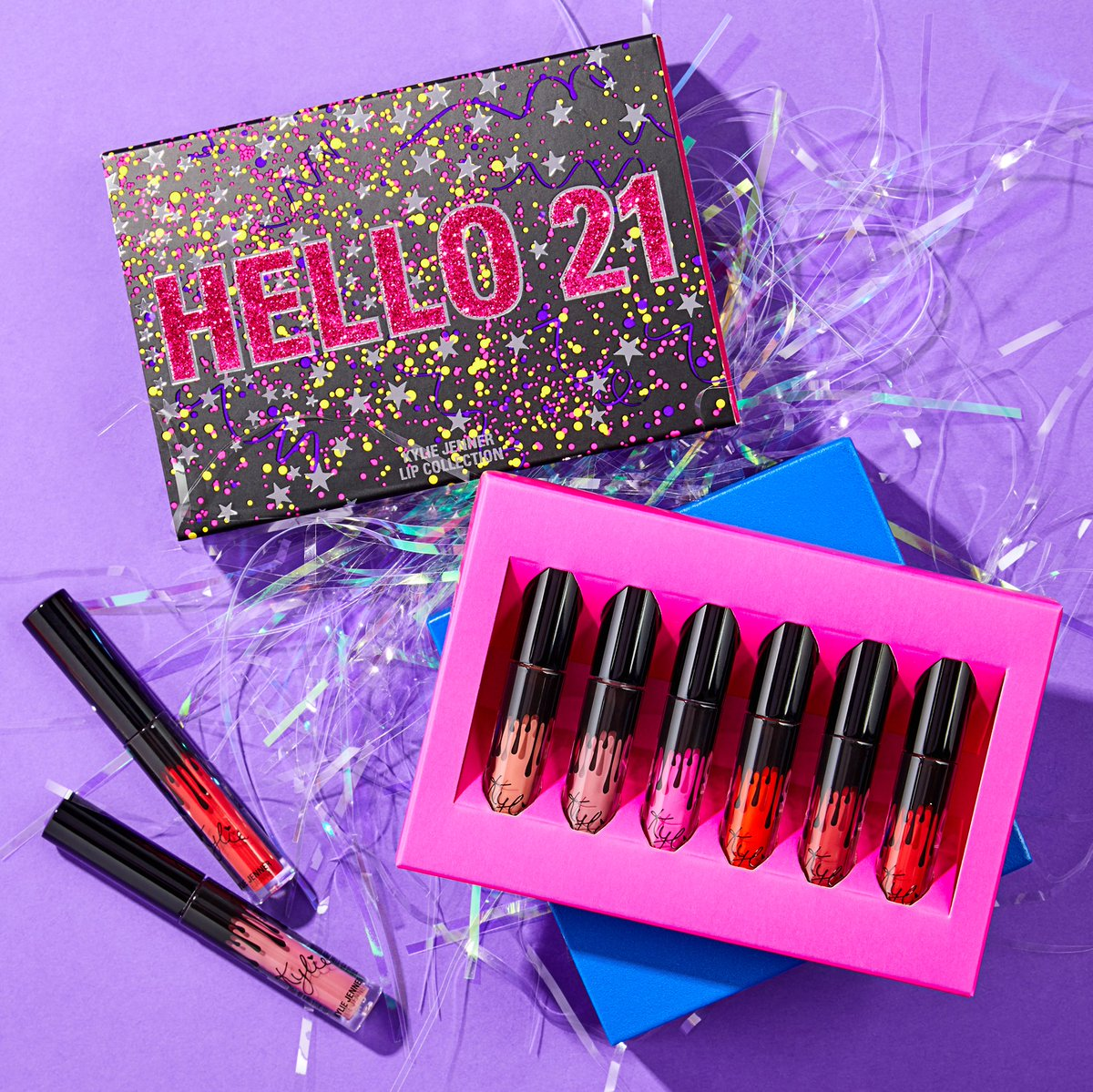 RT @kyliecosmetics: Get Kylie's birthday mini set for only $21.60 in our end of year sale! https://t.co/rkT2b8s8Tx https://t.co/8viPsmiG8L
