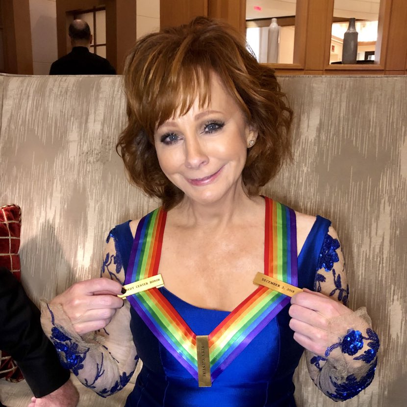 BIG HUG AND KISS FOR MY DARLIN @REBA AND HER @KENCEN HONOR!!! AINT IT GRAND?!? ????????????#KennedyCenterHonors https://t.co/xFmFmF0zz0