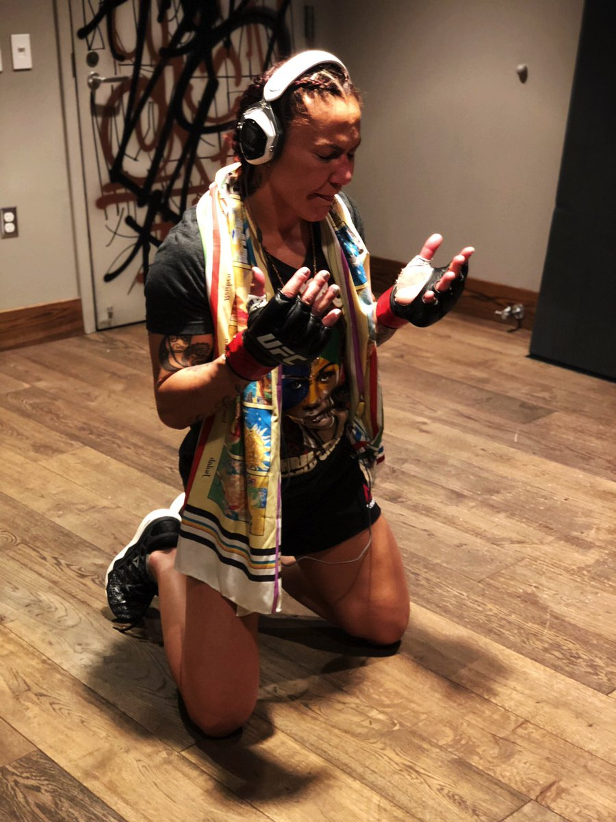 She ready. @criscyborg #UFC232 https://t.co/SH9r5gCNxE