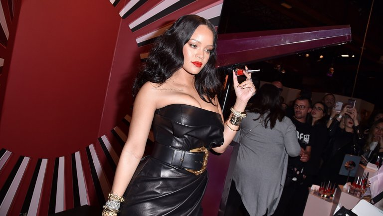 """Rihanna sues her dad for """"Fenty"""" trademark misuse, lying about being in business with her"""