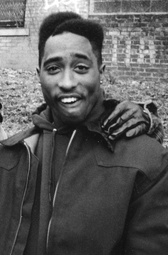 RT @xxxangely: Tupac Shakur https://t.co/9eaT1intOs