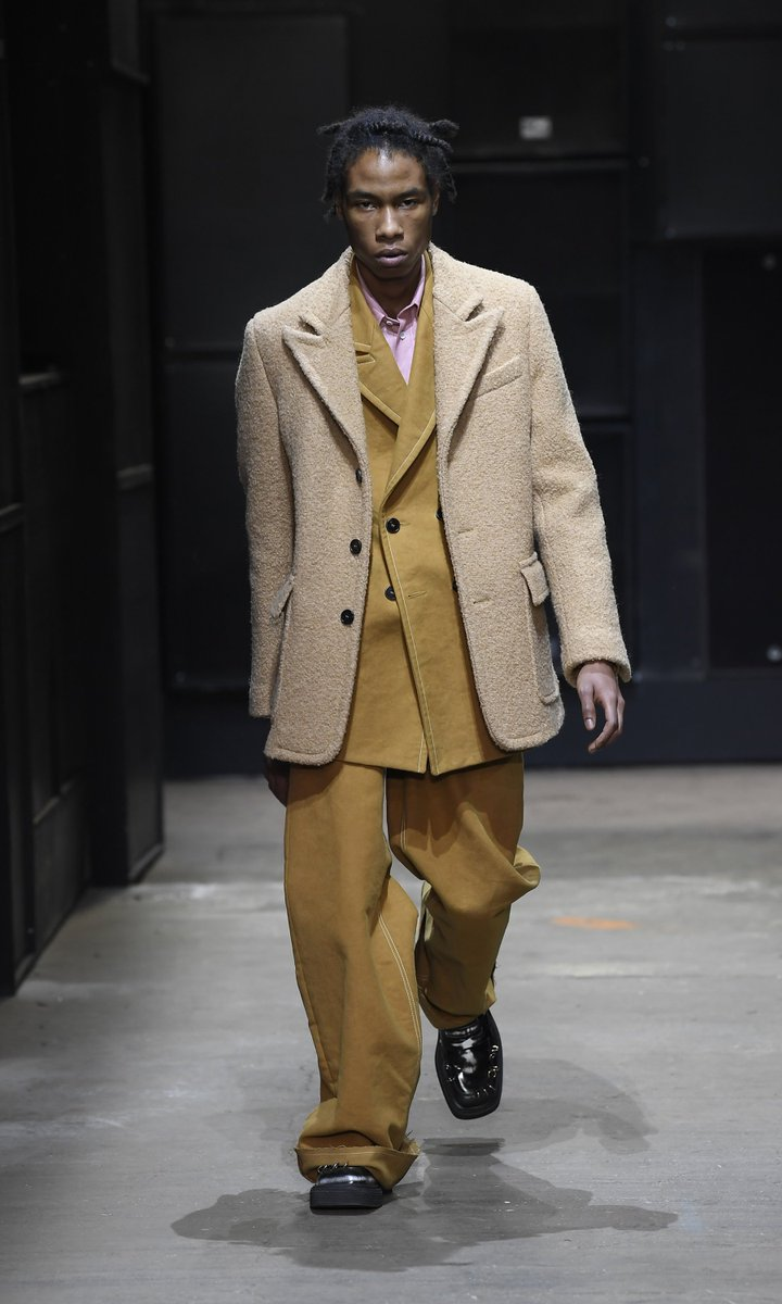 Looks from the new Marni Men's Fall/Winter 2019 collection.  Watch the fashion show on https://t.co/oOL293FUTV https://t.co/lQ0rPKYFR7