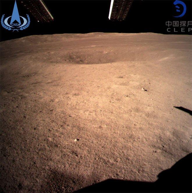 Ay'ın güney kutbundaki Aitken havzasını incelemek üzere 'karanlık yüz' olarak bilinen bölgeye iniş yapan Çin'in 'Chang'e 4' adlı insansız uzay aracı, ilk fotoğrafları göndermeye başladı. https://t.co/JPoEcZOXO4
