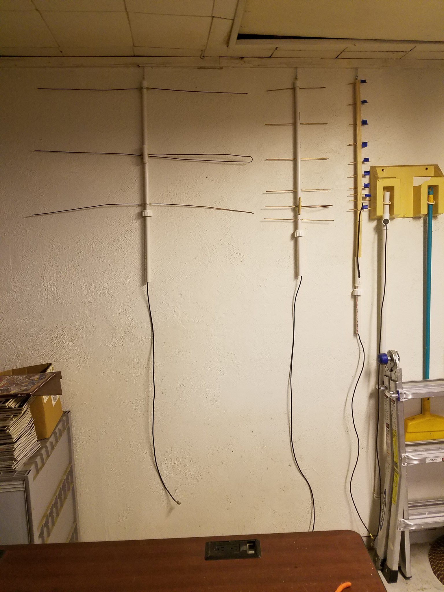Hangin' up my satellite antennas for now.... In the garage. that is.😉 I put brass screw eyes on the end on each antenna, so tuning shouldn't be affected. Screw hooks in the ceiling, up against the wall, make it easy to store the antennas out of the way when not in use. 👍 https://t.co/6NTaJeaMg2
