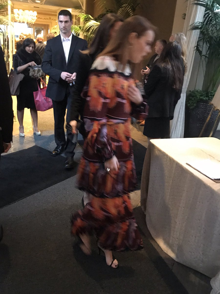 test Twitter Media - I managed to catch the moment when #EmmaStone walked into an event and found a bowl of cookies. 🍪 https://t.co/HXXxwfUCWG