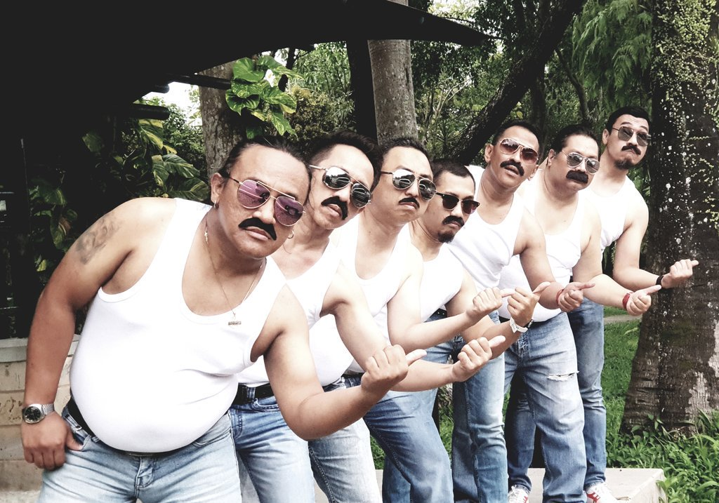 RT @djaycoholyc: Bohemian Rhapsody (2018)  Directed by Bryan Singer DOP by Newton Thomas Sigel  #WanPerfekSyot https://t.co/u4otWCmNbG