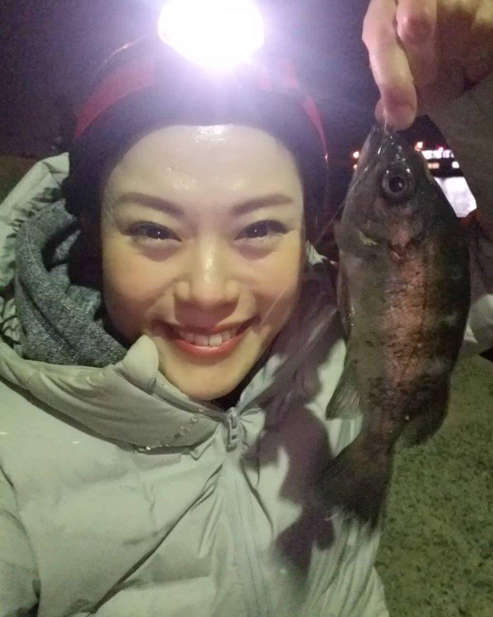 メバル釣れました~♪  他にもあこうやキス  そして何よりびっくりなのは  娘が大きいメバルを爆釣してたこと(笑)  完全に釣りびとすぎやろw  帰って釣果みるの楽しみ! https://t.co/Uu3OH3sH3E