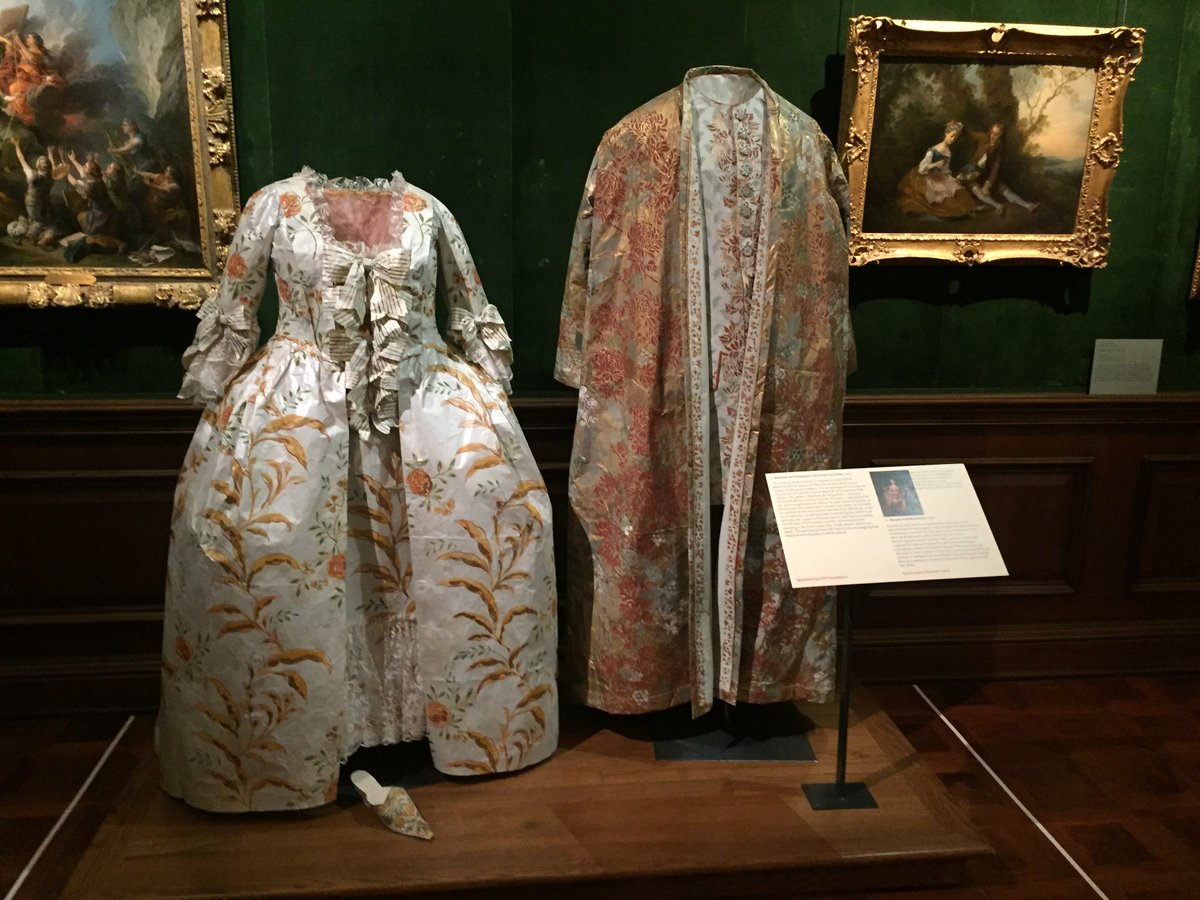 test Twitter Media - My screenplay takes place during the Middle Ages, so I often think about costumes. This exhibit by Isabelle de Borchgrave represents historic clothing replicated in paper! Yes, these astonishingly beautiful garments are made from thin paper that has been hand-painted. #fantasyfan https://t.co/kapTPP3Zn6