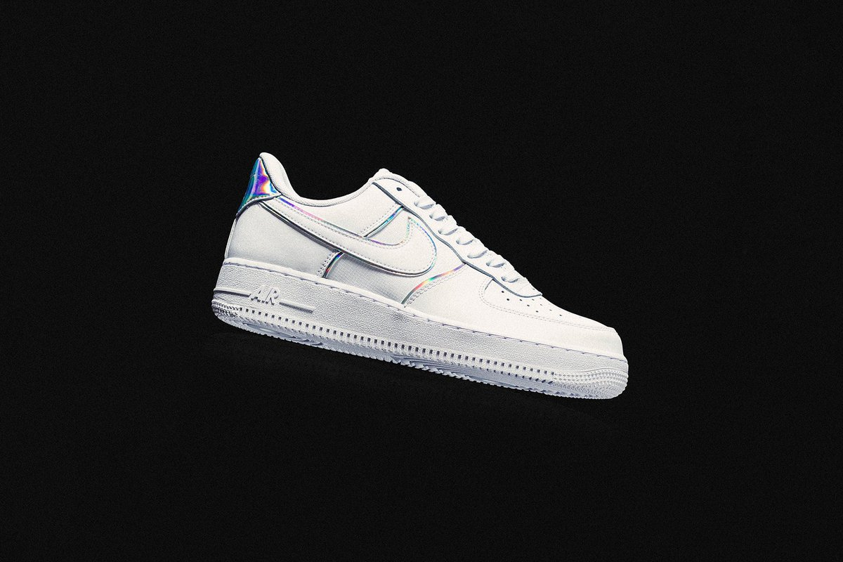 RT @hype_bae: .@Nike's latest Air Force 1 shines with iridescent details. https://t.co/v2UdEe191z https://t.co/jdEpAPS8Ee