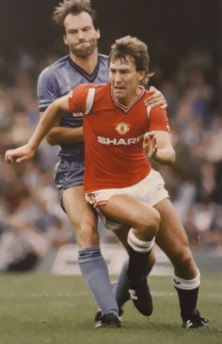 Bryan Robson, Manchester United F.C., 62 years old today. Happy Birthday Captain Marvel !