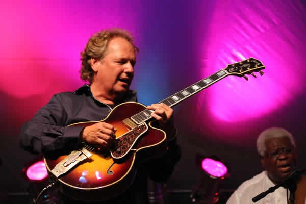 "HaPpY BirThDaY!! to GRAMMY Winner ""Captain Fingers\"" Lee Ritenour."