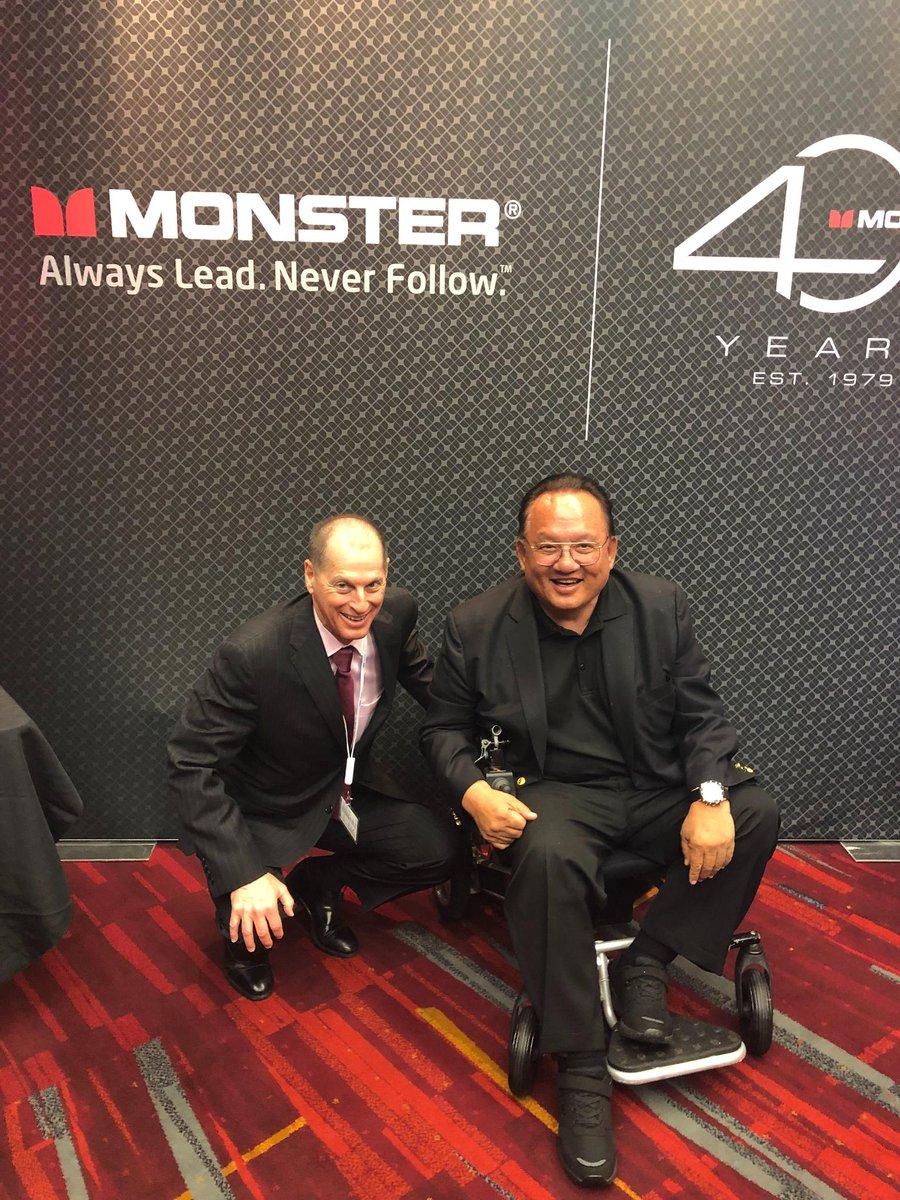 .@GaryShapiro with @HeadMonster on the #CES2019 show floor. https://t.co/c09XqurTda