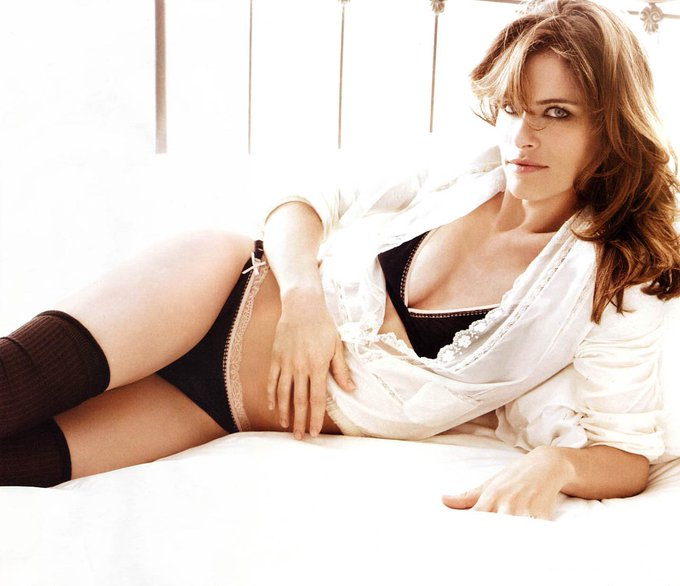 Happy Birthday Amanda Peet!