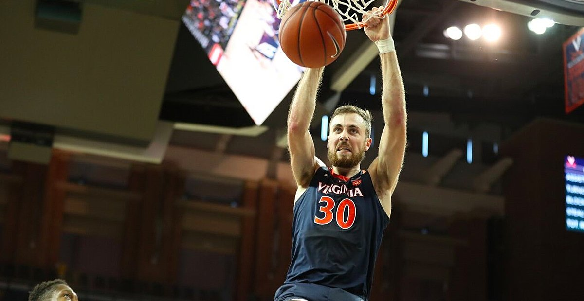 Jay Huff provides spark, undefeated #UVA rolls to win at Clemson … https://t.co/RoR0o0nNIk https://t.co/p4WzeUe8RK