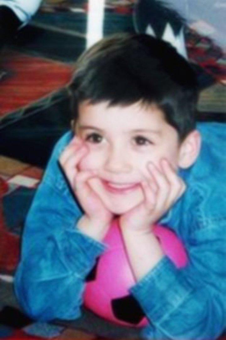 RT @inzourry: Eu amo o zayn é isto #HappyBirthdayZayn https://t.co/iFLbkiXeuU
