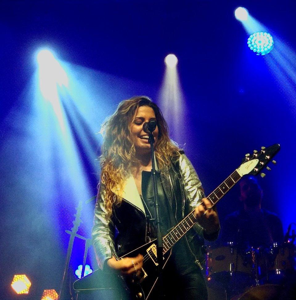 RT @andrea_jlr: MAGIA😍🌠 @miriamrmusic_ @Miriamfansclub #TourContigoMadrid https://t.co/TPnMllbqui