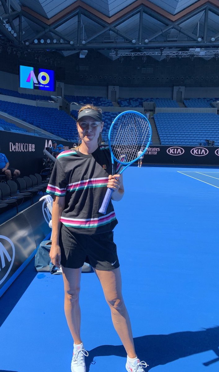 Last practice before the @AustralianOpen . And I spy a new Instinct @head_tennis frame ???????? #retro https://t.co/Oi9skpkNva