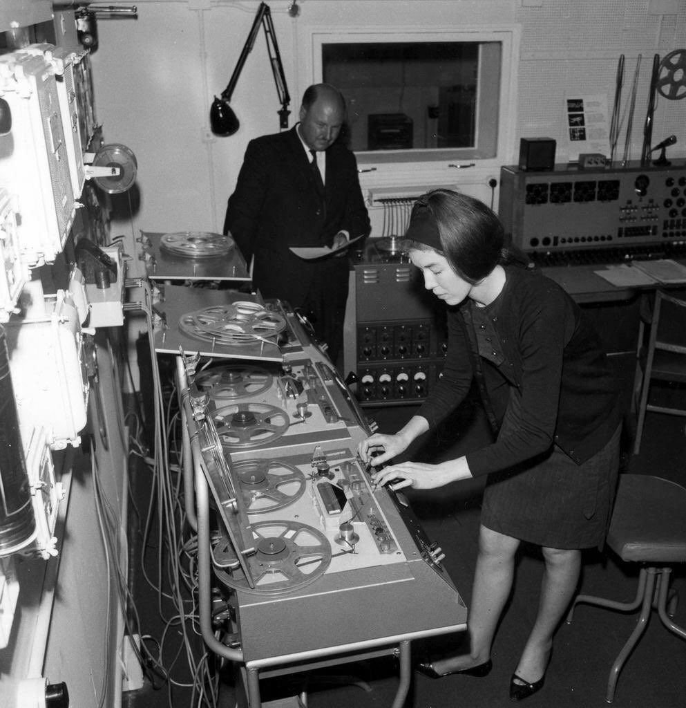 Just found my twin working away in 1962 #longlostfamily 👀👀 https://t.co/UvO05tgXfQ