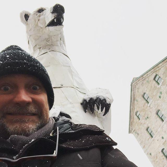 test Twitter Media - Jane in UK, Bratlett at new school...cold, lonely and...Hey!...a giant metal polar bear!!! https://t.co/Sqs0nzZkFi https://t.co/62BG1sWjCt