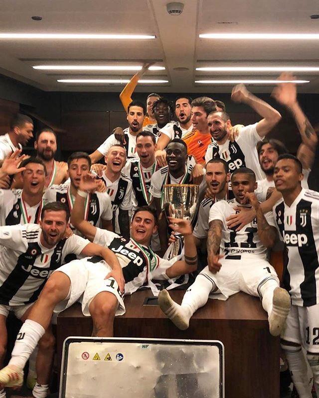 Festeggiamo insieme il primo trofeo della stagione! Forza ragazzi, avanti cosi #finoallafine https://t.co/5UbknCGLur