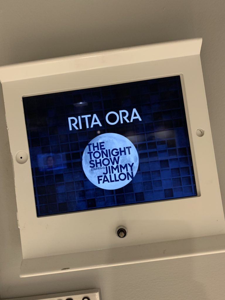 Almost showtime!! Tune in tonight to @FallonTonight at 11:35/10:35c on NBC!! https://t.co/GlQIrwjk2M