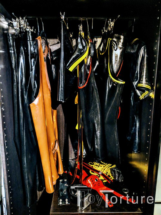 test Twitter Media - Quite productive evening so far: - went to the gym 💦 - finally reorganized my wardrobe to separate leather from rubber for better access 😈 - played with my greedy hole 🐷 - ordered new toys from @REGULATIONstore 😏 https://t.co/oezCt8SSiS