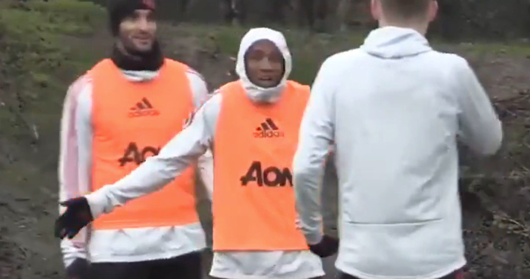 Ashley Young shouts at Man Utd team-mates in training after he misplaces pass https://t.co/091FfNKBdB https://t.co/v2E0dwl0Qa
