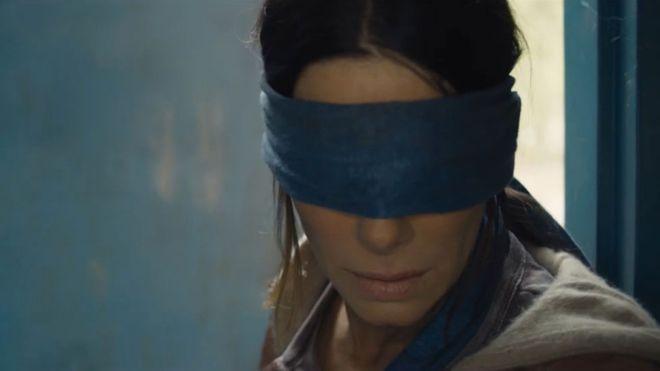 Sandra Bullock con una venda en los ojos parece Mario Vaquerizo con una venda en los ojos https://t.co/NVRIMd24I3