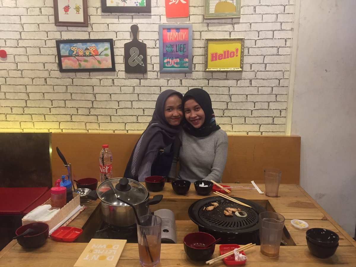 RT @IntanTrisnayani: QualityTime👭 https://t.co/yWL65fQ5pW
