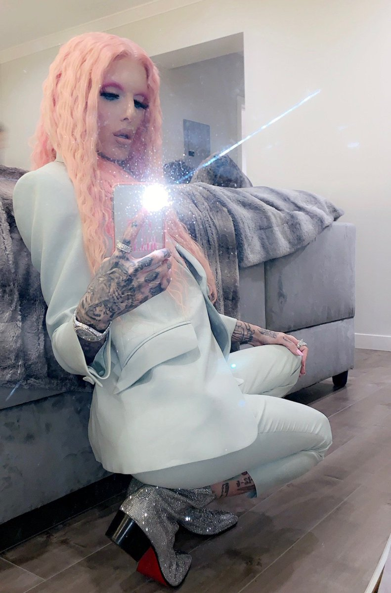 Fashion Whore 💎 https://t.co/nPsHAYSQ9l