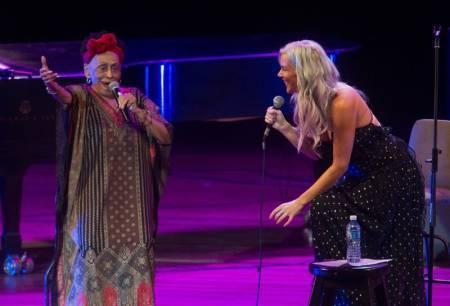 Omara Portuondo y Joss Stone unen sus voces en festival de jazz de LaHabana https://t.co/k0CwXoAmpR https://t.co/TZQLOJz04x
