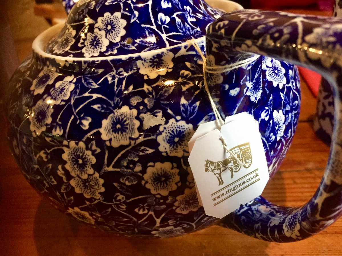 A cuppa and oatcakes @Middleport_Pot Bit of @burleighpottery indulgence. #localandproud https://t.co/fCA2tIMWoV