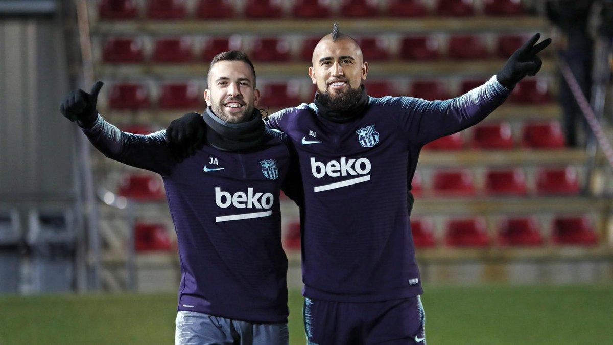 RT @FCBarcelona_es: 👍 @JordiAlba ✌ @kingarturo23  ❤💙 #ForçaBarça https://t.co/FCCK8OTEDz