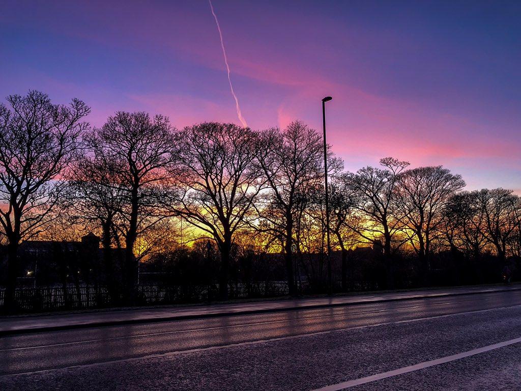 Monday morning sunrise stroll to the office #newcastle https://t.co/yXspBgBfA1