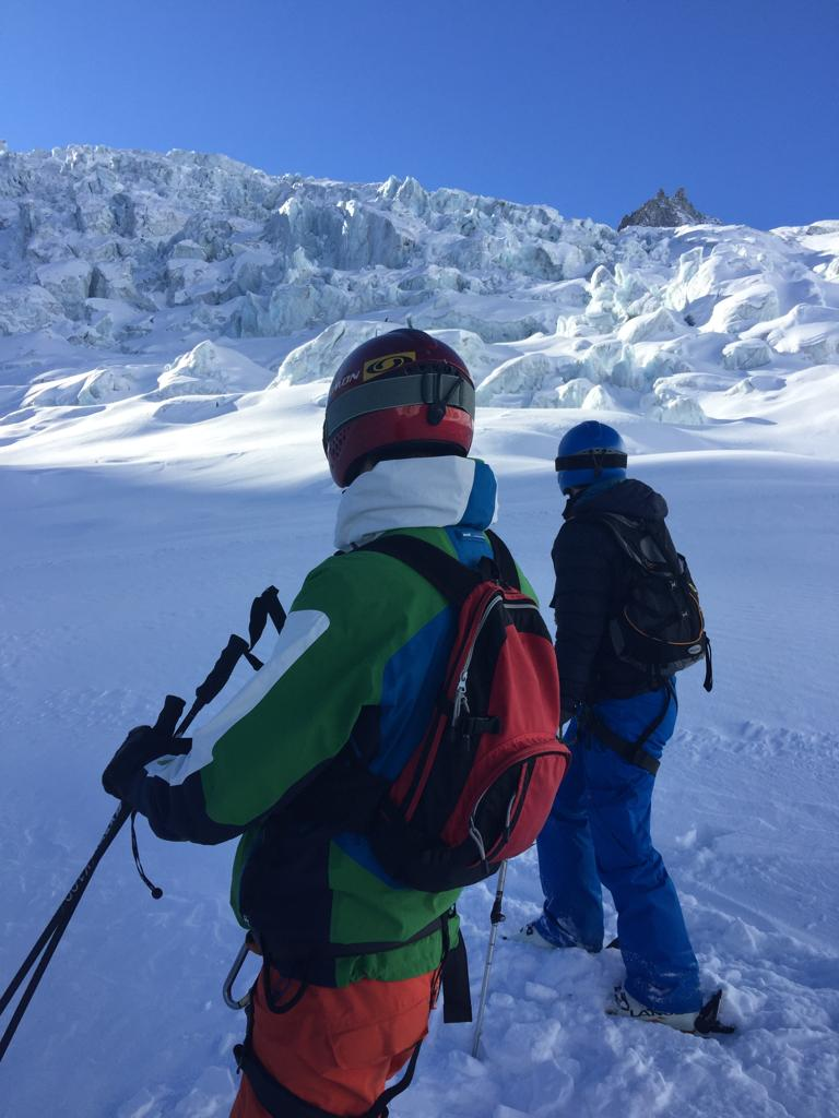 Snow...sun and incredible glaciers! #chamonix #valleeblanche #chamonixsportaventure https://t.co/D9rxbUW3ve