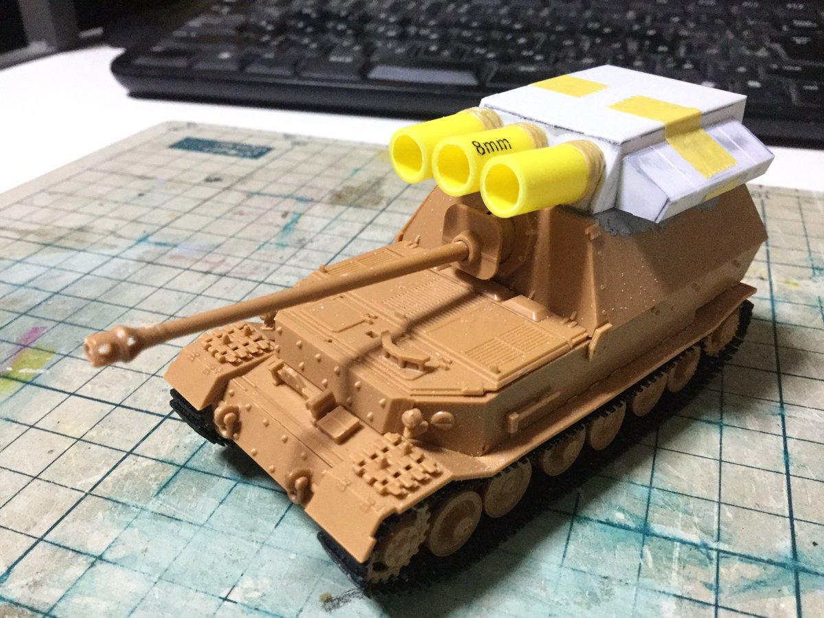 test ツイッターメディア - 第1ヤマト砲。 以前の1/144魔境マストドン作った時は砲身を先に接着してしまって狭くてカバーを作るのが難しい事この上なかったので今回は先に。 ダイソーの8mm編み棒をカットしてエポパテを巻き付け、メンタムを塗った爪楊枝を押し付けたりでシワディテールを入れる。 #metalmax2R  #模型戦車道 https://t.co/Rln430LK4u