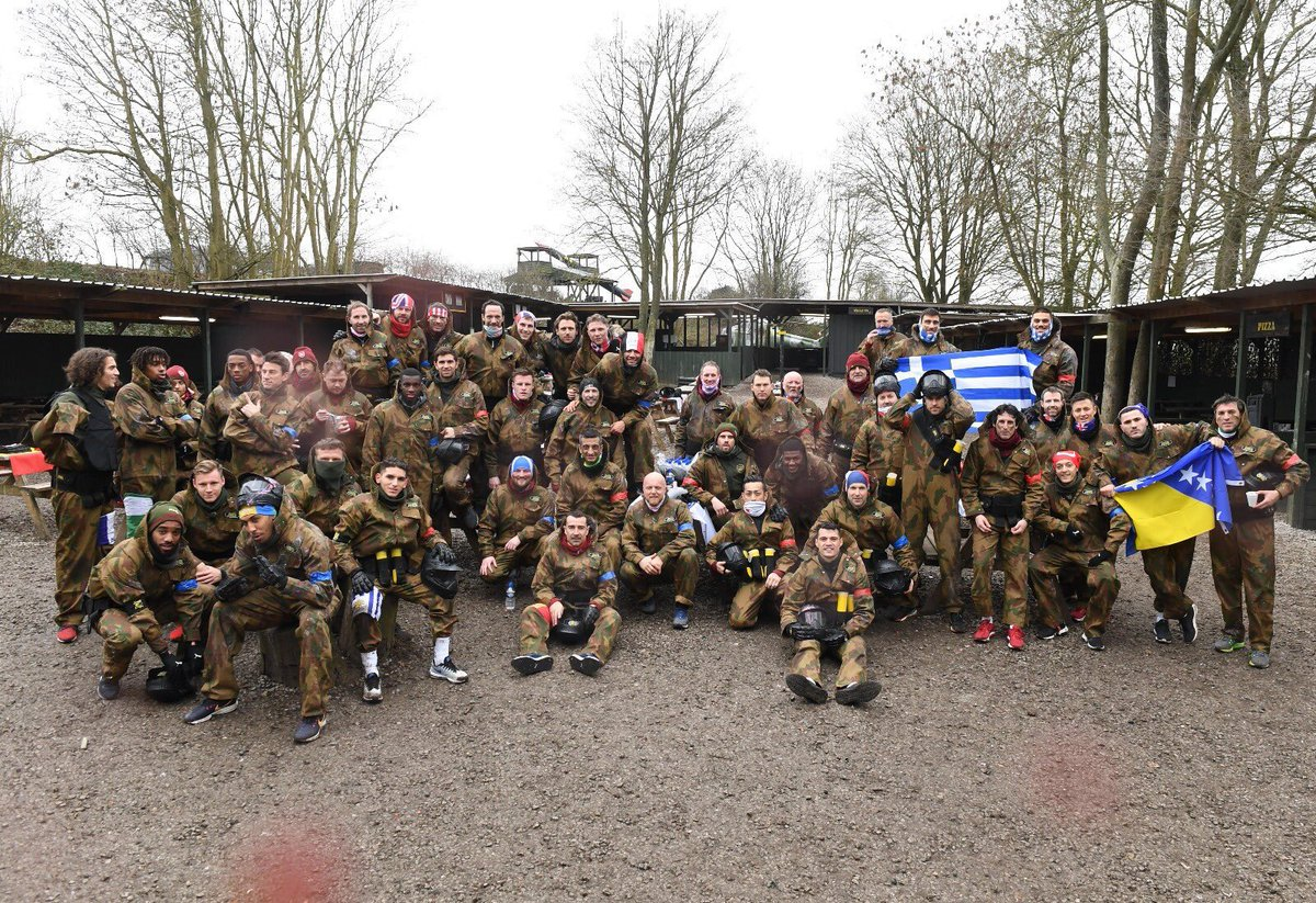 RT @Lacazest: The Arsenal squad at paintball!   (Mesut Özil sitting right next to Emery) 👀 https://t.co/YDNOwqyeVI