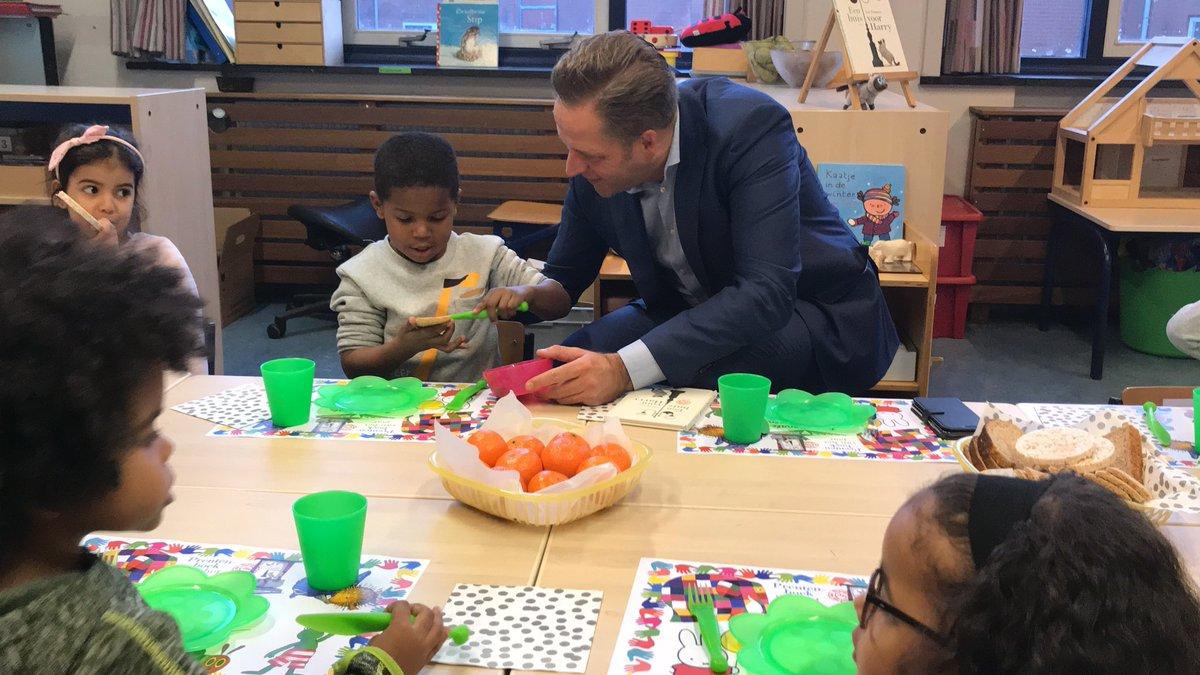 test Twitter Media - Vanochtend was ik voor de @voorleesdagen weer even terug op basisschool De Akker in Rotterdam-Zuid waar ik bijna 20 jaar geleden zelf voor de klas begon. Een mooi weerzien! #nationalevoorleesdagen https://t.co/cwX6KlbfNN