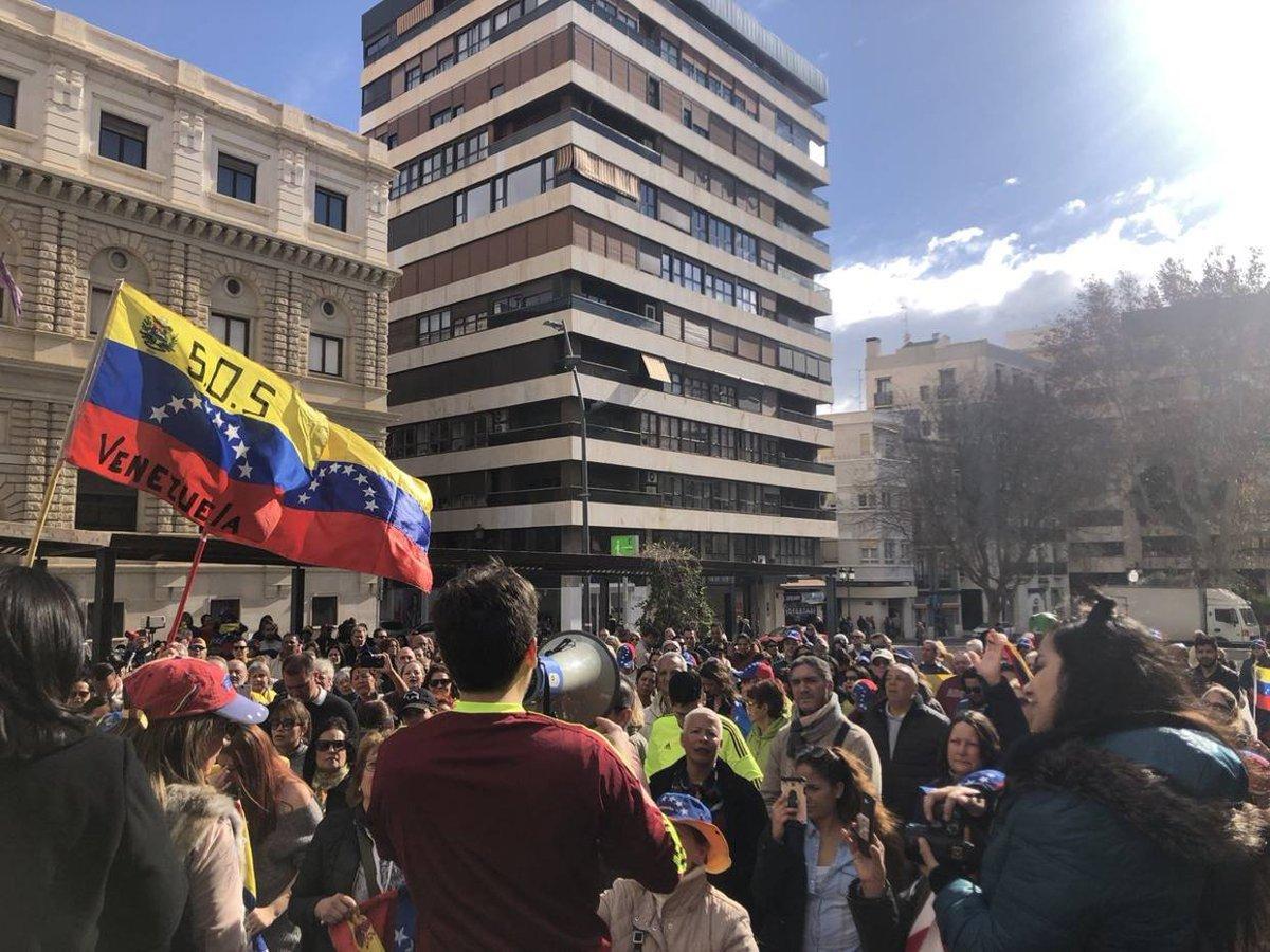 [FOTOS] Ciudadanos venezolanos protestan en España en rechazo a Nicolás Maduro https://t.co/VQgbkgOVoZ  https://t.co/by4m5i6JHy  ....
