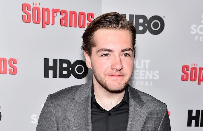 RT @thisis50: James Gandolfini's son Michael will play a young Tony in The Sopranos prequel https://t.co/ekbbJ0bagm https://t.co/RFkbUXI3zs