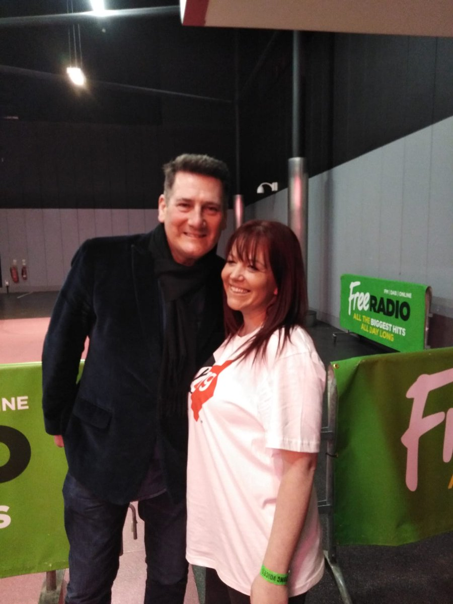 test Twitter Media - The Hollywood teachers are a little starstruck @YVconcerts tonight. #gold #tonyhadley https://t.co/u0i0GaUAo0