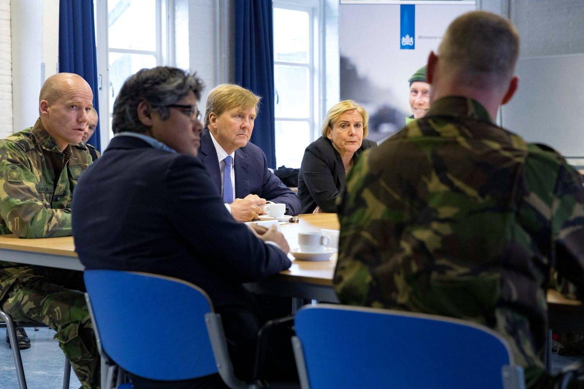 test Twitter Media - Koning Willem-Alexander brengt met @MinBijleveld van @DefensieOnline een werkbezoek aan de Van Ghentkazerne in Rotterdam. Het bezoek staat in het teken van veiligheid en de vernieuwde gedragscode van Defensie. #werkbezoekmetminister #beleidindepraktijk  https://t.co/JDKBJChuIi https://t.co/OSG9wFJ7bO